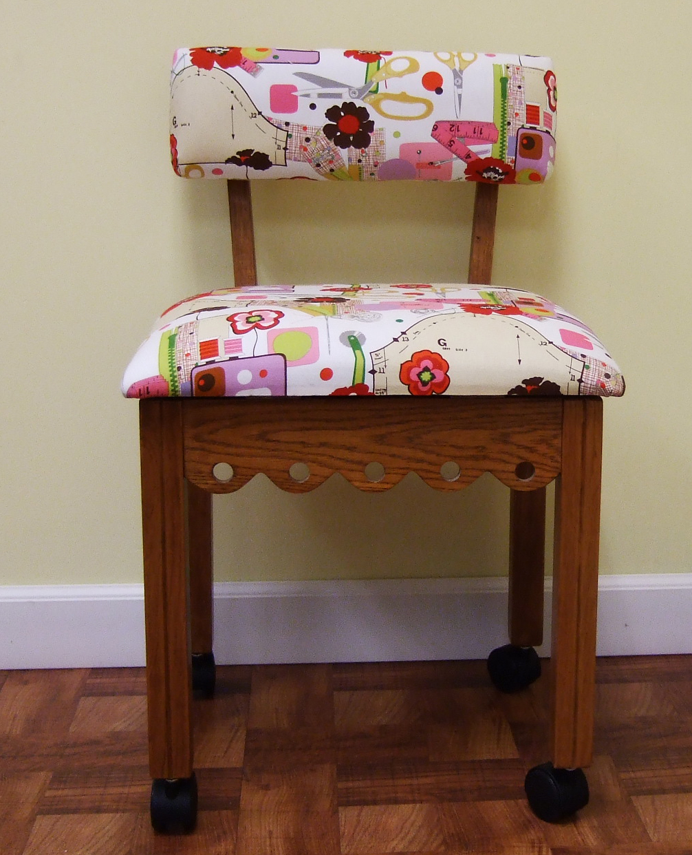 Arrow Mobile Sewing Chair w Storage partment